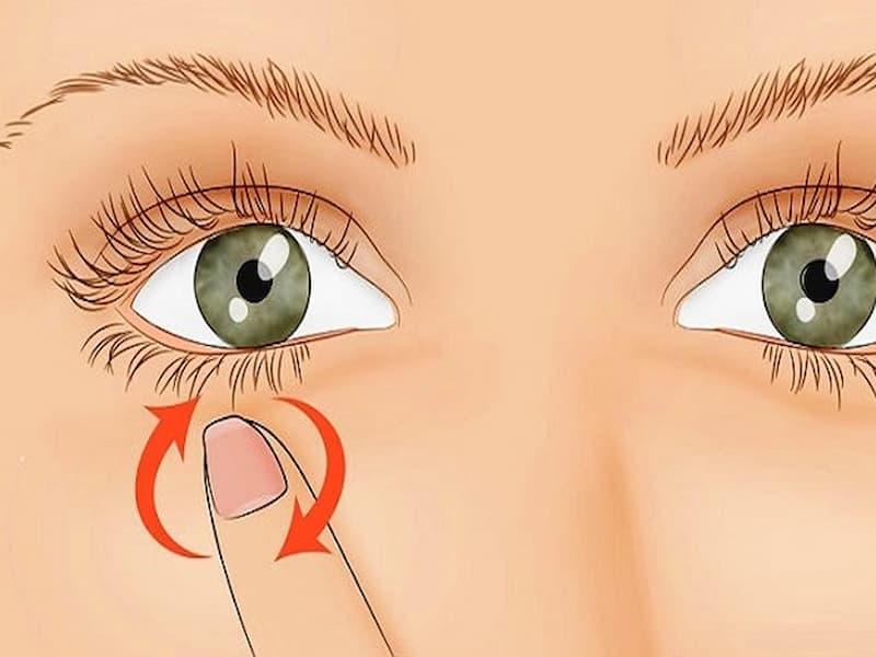 nháy mắt trái liên tục